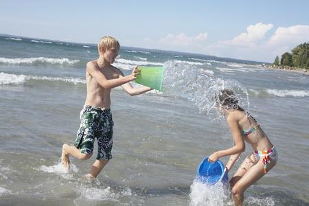 vómito: Kids Playing on the Beach, Elmvale, Ontario, Canada