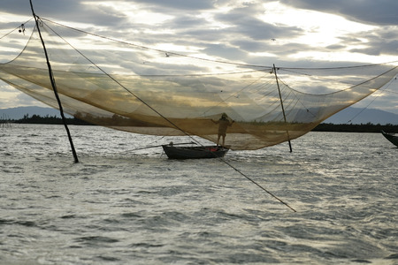 Fishing, Hoian, Quang Nam Province, Vietnam LANG_EVOIMAGES