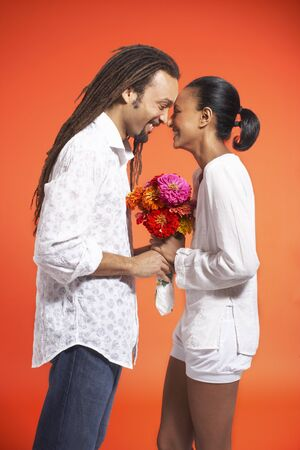 Portrait of Couple With Flowers LANG_EVOIMAGES