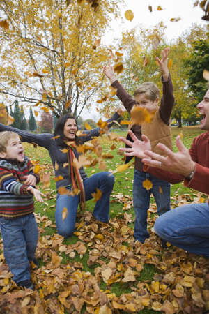 vómito: Family Throwing Autumn Leaves in the Air, Portland, Oregon, USA