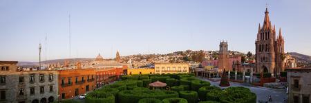 san miguel arcangel: La Parroquia y El Jardín, San Miguel de Allende, Guanajuato, México LANG_EVOIMAGES
