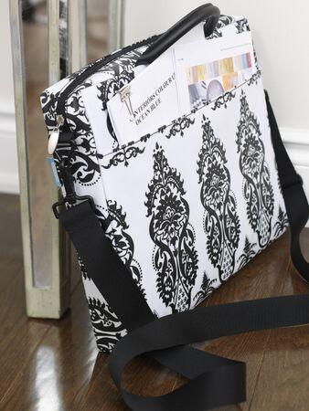homeoffice: Laptop Bag Next to Desk LANG_EVOIMAGES