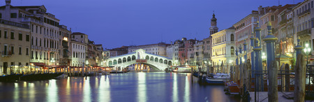 Ponte di Rialto, Grand Canal, Venice, Italy LANG_EVOIMAGES