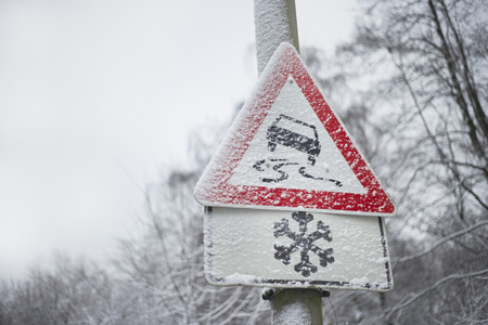 no skid: Traffic Sign