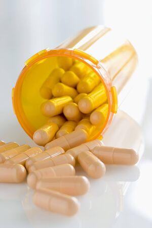 Pills Spilling out of Bottle LANG_EVOIMAGES