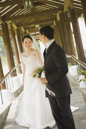 tenderly: Newlywed Couple on Covered Bridge LANG_EVOIMAGES