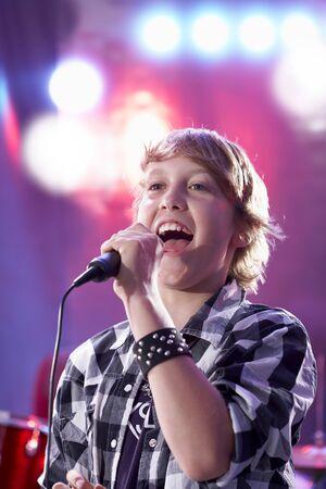 Boy Singing LANG_EVOIMAGES
