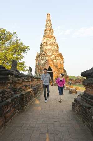 phra nakhon si ayutthaya: Couple Exploring Wat Chaiwatthanaram, Ayutthaya, Ayutthaya Province, Thailand LANG_EVOIMAGES