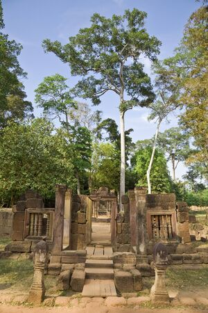 cambodge: Entranceways at 10th Century Khmer Temple Complex, Banteay Srei, Angkor, Cambodia