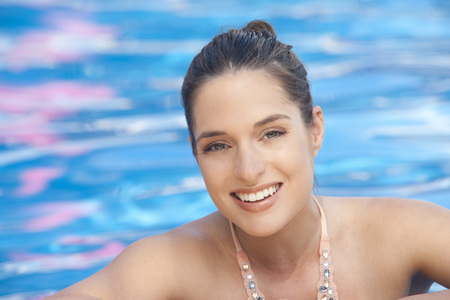 traje mexicano: Portrait of Woman in Pool, Reef Playacar Resort and Spa, Playa del Carmen, Mexico LANG_EVOIMAGES