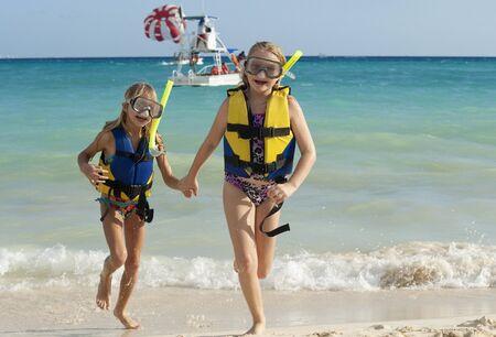 traje mexicano: Girls in Snorkeling Gear on Beach, Reef Playacar Resort and Spa, Playa del Carmen, Mexico