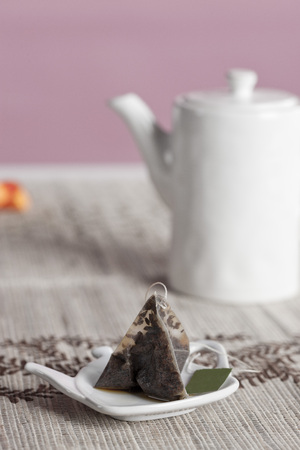 piramide nutricional: Used Tea Bag on Holder with Teapot in Background