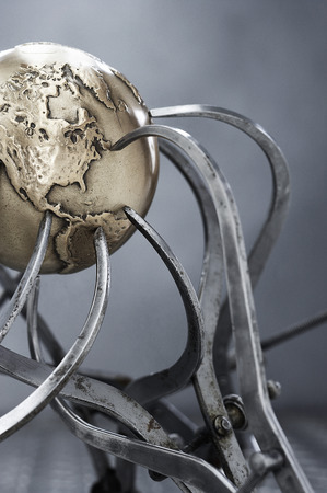 Metal Globe and Callipers    LANG_EVOIMAGES
