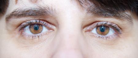 yeux tristes: yeux tristes de la femme de pr�s Banque d'images