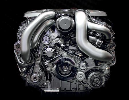 Auto-Motor isoliert auf schwarz Standard-Bild - 28039585