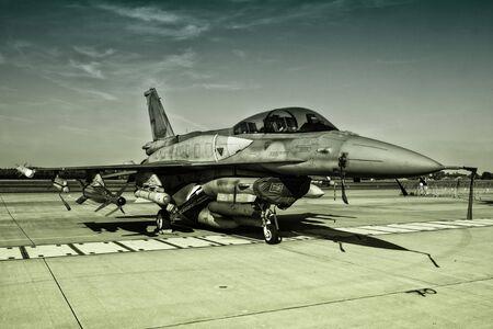 f16: F-16