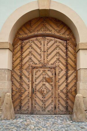 Wooden Church Door Innerhalb Tür Standard-Bild