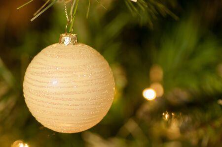 Weiß Flitter auf Weihnachtsbaum