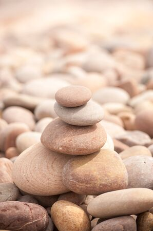 Zen Turm vertikal klein Standard-Bild