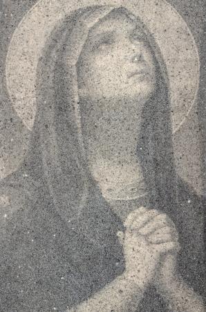 Icoon van de Maagd Maria Bidden Gemaakt Van Kleine Zand Stones