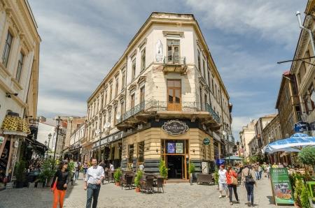 bucarest: BUCAREST, ROUMANIE - 09 mai: la rue Lipscani le 09 mai 2013, � Bucarest, en Roumanie. Lipscani est une rue de Bucarest qui, au Moyen Age �tait le plus important centre commercial de la Valachie.