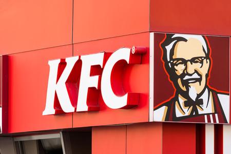 bucarest: BUCAREST, Roumanie - 23 mars Kentucky Fried Chicken Restaurant Inscrivez le 23 Mars 2014 � Bucarest, en Roumanie Il est une cha�ne de restauration rapide dont le si�ge est aux Etats-Unis sp�cialis�e dans le poulet