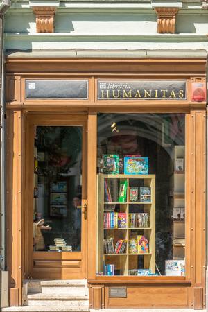ortseingangsschild: Sibiu, Rumänien - 19. August 2014: Humanitas-Bibliothek ist eine unabhängige rumänische Verlagshaus, am 1. Februar 1990 in Bukarest der Philosoph Gabriel Liiceanu gegründet.