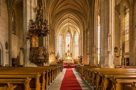 Cluj Napoca, Rumania - 21 de agosto 2014: Construido en el 1390 La Iglesia de San Miguel es una iglesia católica de estilo gótico en Cluj-Napoca y la segunda iglesia más grande de Transilvania. Foto de archivo - 34224779