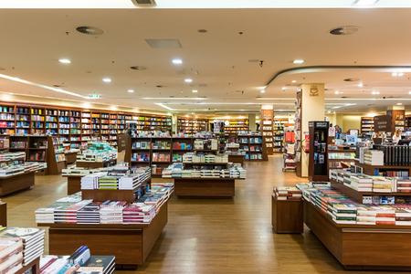 Debrecen, Hungría - 23 de agosto 2014: Famous International Books Venta En Libri Book Store, una de las mayores librero minorista en Hungría.