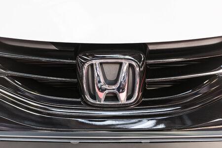 multinacional: BUCAREST, RUMANIA - 31 de octubre 2014: Honda sesi�n de primer plano. Desde 1959 es una corporaci�n multinacional p�blico japon�s conocido principalmente como un fabricante de autom�viles, motocicletas y equipos de alimentaci�n.
