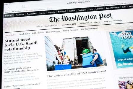 ブカレスト、ルーマニア - 2015 年 1 月 24 日:「ワシントン ポスト新聞のアップル計算されたタブレット。1877 年に設立されたワシントン ポストはワシ 報道画像