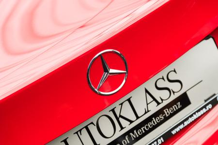 multinacional: BUCAREST RUMANIA 26 de abril 2015: Fundada en 1926 Mercedes Benz es un fabricante de autom�viles de lujo alem�n una divisi�n multinacional del fabricante alem�n Daimler AG.