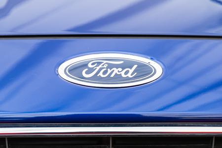 multinacional: BUCAREST RUMANIA 28 de abril 2015: Ford Motor Company es un fabricante de autom�viles multinacional americana con sede en Dearborn Michigan incorporada en 1903.