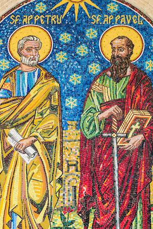 historias de la biblia: BUCAREST RUMANIA 28 de abril 2015: Jesucristo Apóstoles Mosaico en la Iglesia de 1989 de la revolución de los Mártires.