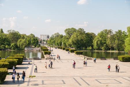 BUCAREST ROUMANIE 9 mai 2015: Construit en 1906 Carol Parc Ou Liberty Park Parcul Carol ou Parcul Libertatii est un parc public à Bucarest du nom du roi Carol I de Roumanie. Éditoriale
