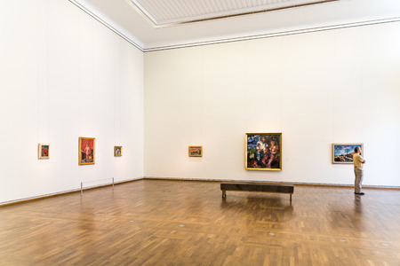 arte moderno: VIENA, Austria - 08 de agosto, 2015: El Museo Leopold, ubicado en el Barrio de los Museos de Viena es el hogar de una de las mayores colecciones de arte austriaco moderno.