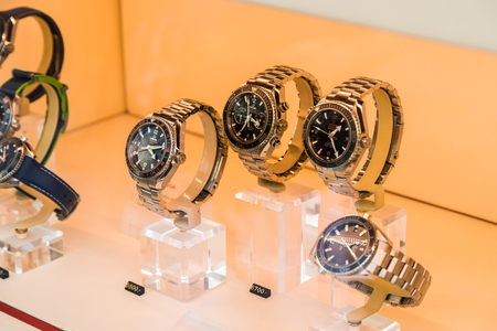 luxury watches: VIENNA, AUSTRIA - AUGUST 10, 2015: Omega Luxury Watches For Sale In Shop Window Display. Editorial