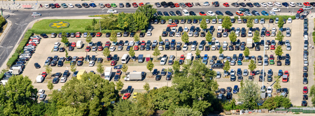 Cars Parking In Full Car Parking Lot 版權商用圖片 - 49160494