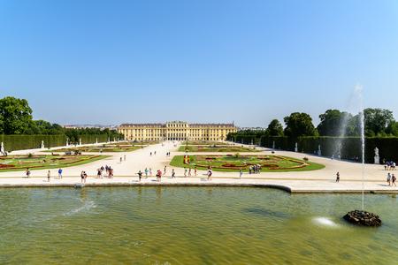 schloss schonbrunn: VIENNA, AUSTRIA - AUGUST 25, 2015: Schonbrunn Palace Schloss Schonbrunn is a former baroque imperial summer residence located in Vienna.