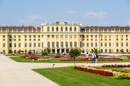 schloss schoenbrunn: VIENNA, AUSTRIA - AUGUST 25, 2015: Schonbrunn Palace Schloss Schonbrunn is a former baroque imperial summer residence located in Vienna.