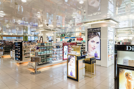 VIENNA, AUSTRIA - AUGUST 08, 2015: Women Cosmetic Products For Sale In Beauty Shop. 에디토리얼
