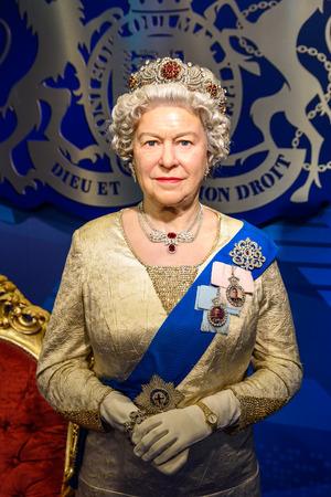 WENEN, Oostenrijk - 8 augustus 2015: Koningin Elizabeth II Figurine Bij Madame Tussauds.