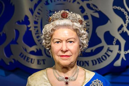 VIENA, Austria - 08 de agosto, 2015: Queen Elizabeth II estatuilla en el Madame Tussauds.