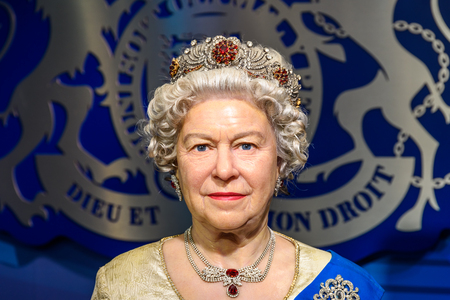 VIENNA, AUSTRIA - 8 agosto 2015: la regina Elisabetta II Figurine Al Madame Tussauds.
