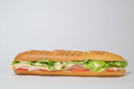 sandwich au poulet: Longue sandwich au poulet avec de la salade