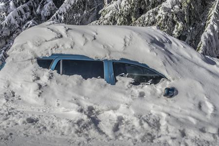 a blizzard: Car under big snow after a blizzard