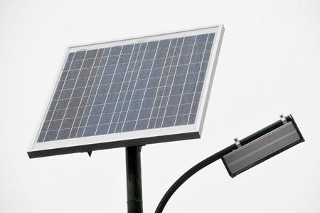 radiacion solar: Poste de iluminaci�n p�blica con panel fotovoltaico