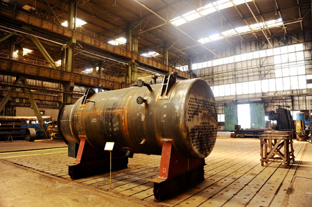 edificio industrial: Industrial disparo con el interior de una antigua fábrica de alta resistencia Foto de archivo