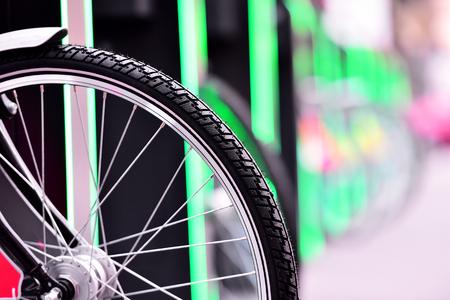 turismo ecologico: bicicleta de reparto urbano Detalle de la rueda del sistema
