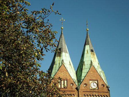 Twin steeple points